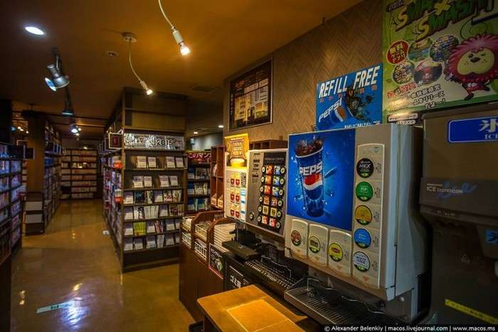 Ночівля в японському манга-кафе (21 фото)