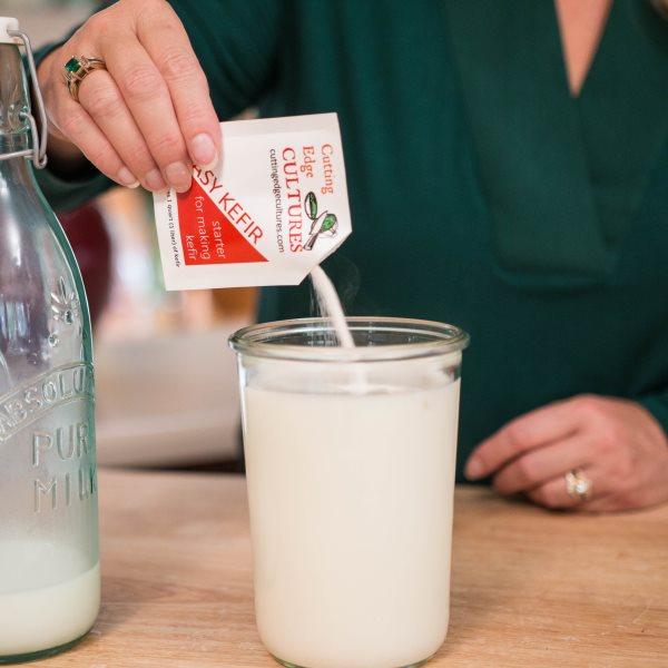 Как сделать домашний кефир из молока? Кефирная закваска с бифидумбактерином Кулинария