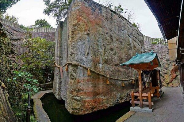 Загадочный мегалит Иши-но-Ходен, Япония. Для какой же конструкции могла понадобиться такая деталь? археология,история,легенды,тайны,неразгаданное,раскопки