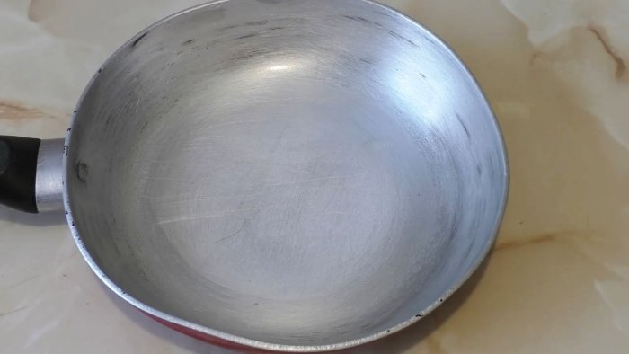 Как очистить очень грязную сковородку без лишних усилий Самоделки
