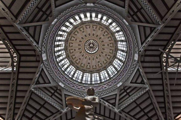 Центральный рынок Валенсии выглядит, как храм путешествия,Путешествие и отдых