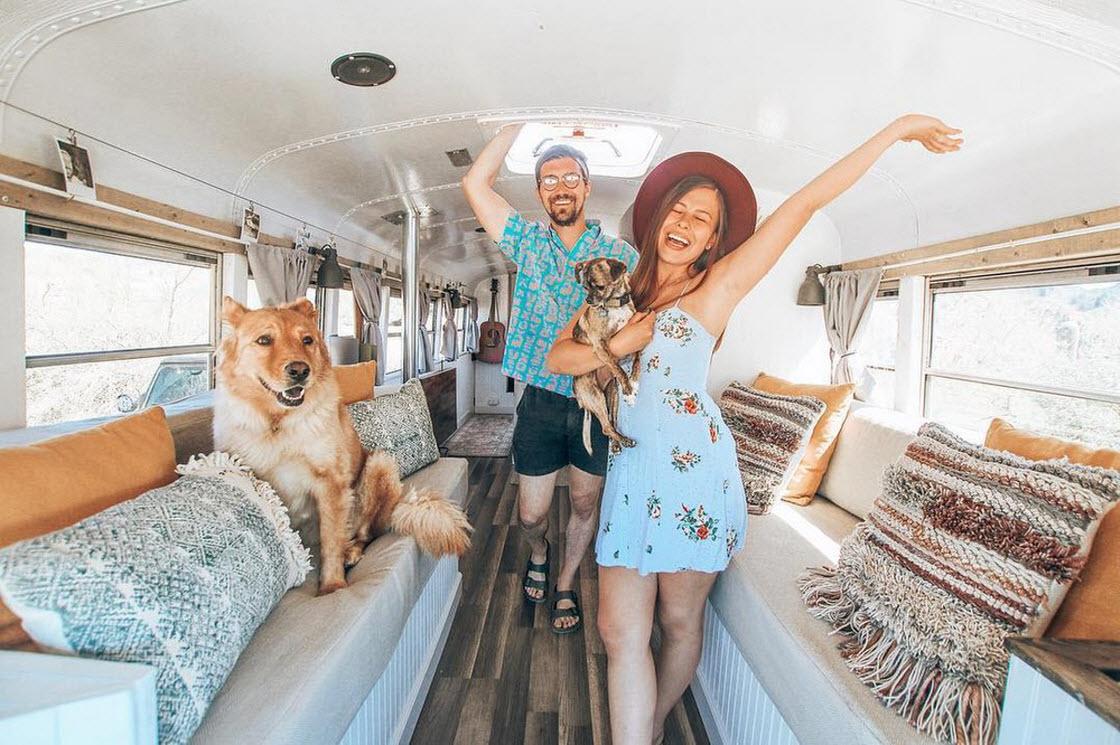 Пара бросила работу и продала дом, чтобы путешествовать на переоборудованном школьном автобусе путешествия,chase green,mariajose trejo,автобус,дом на колесах,путешествие