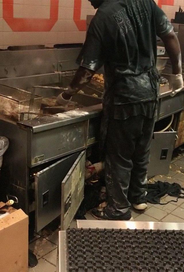 Что происходит на кухне одного из кафе Hooters. МиР