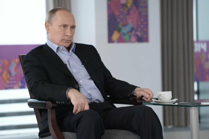 Неприемлемо! 86% россиян против того, чтобы мужчины целовались друг с другом Интересное