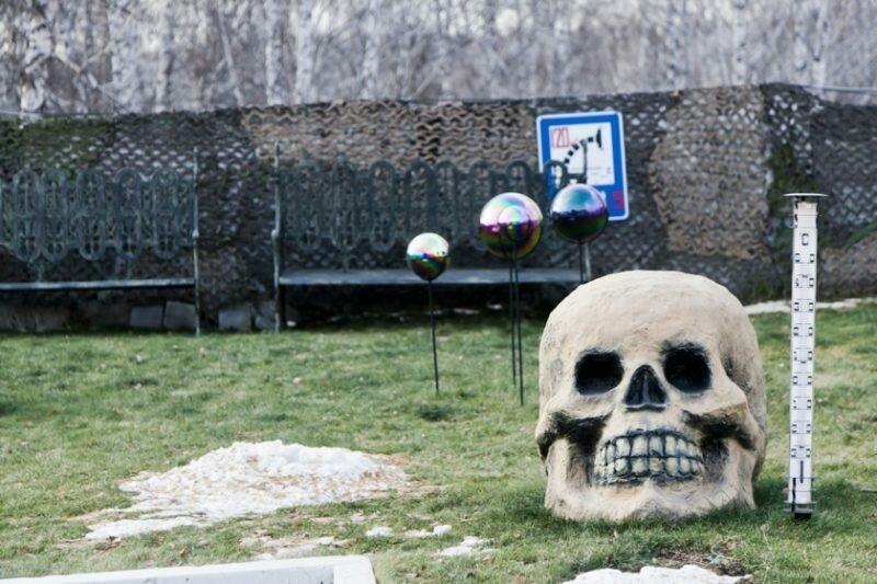 Детская площадка, зоопарк, прогулочная карета и другие развлечения Новосибирского крематория   Интересное
