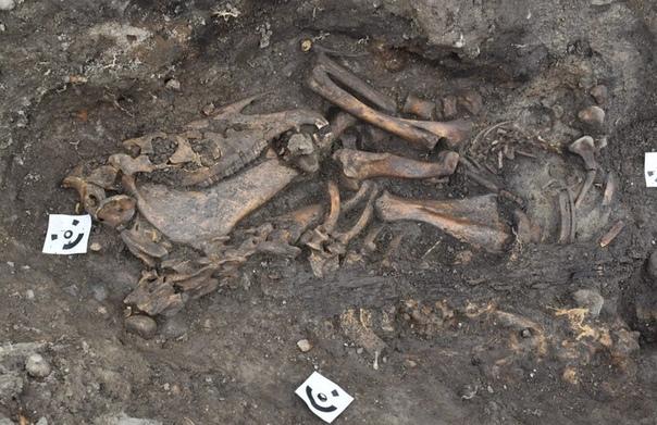 Археологи обнаружили в Старой Уппсале два погребения в лодках. Археология