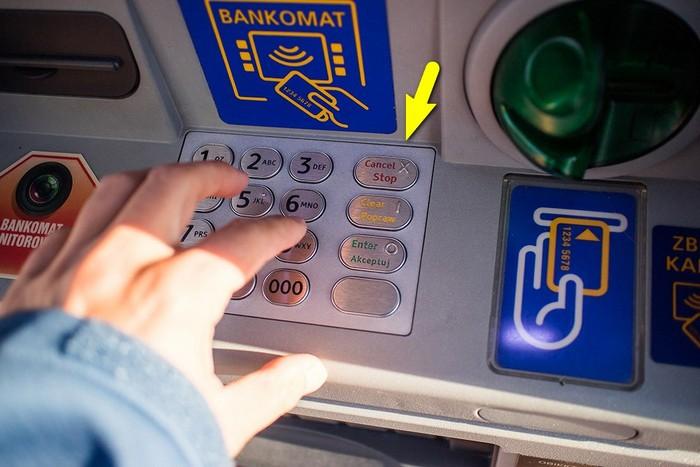 Что делать, если банкомат «зажевал» и не отдаёт карту: Житейская хитрость домашний очаг,,полезные советы,своими руками,умелые руки