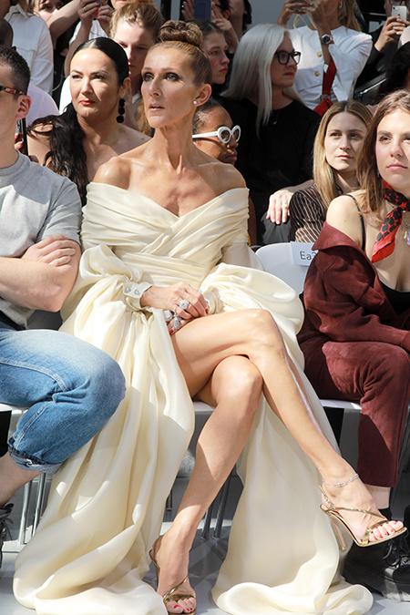 8 самых ярких выходов Селин Дион на Неделе моды в Париже: канареечная юбка, колье из