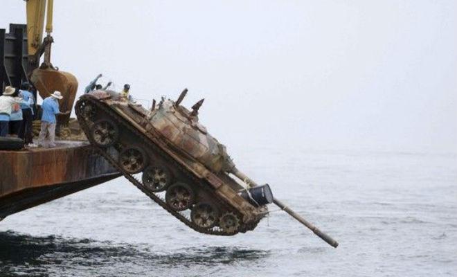 Едем на танке под водой армия,Видео,вода,Пространство,танк,Техника,учения