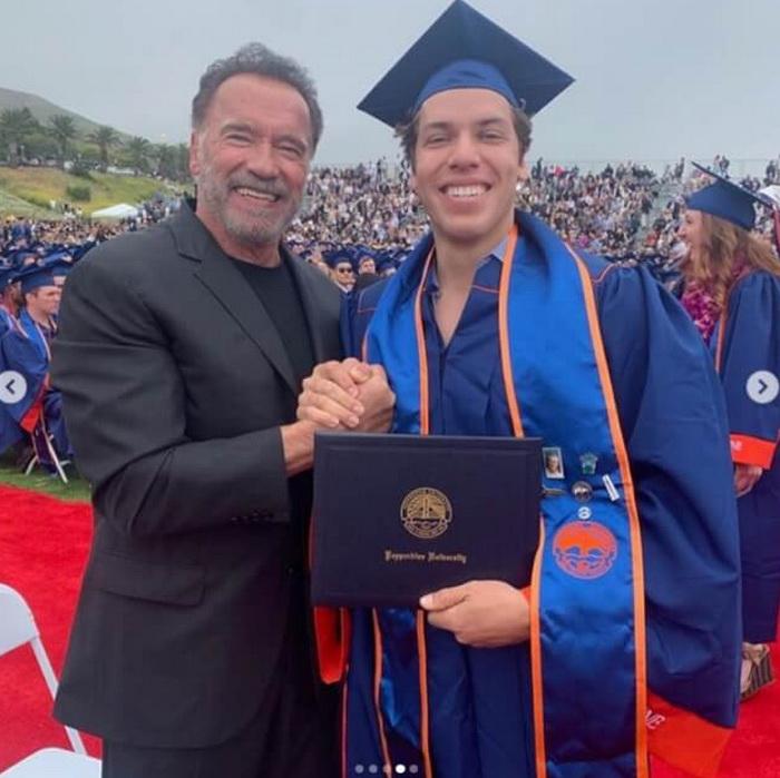 Арнольд Шварценеггер пришел на выпускной внебрачного сына Арнольд Шварценеггер,заморские звезды,звезда,развлечение,скандал,фото,шоу,шоубиz,шоубиз