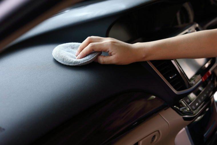 Это лучшее средство для полировки приборной панели, и оно есть у каждого из нас дома авто и мото,автоновости,автосоветы