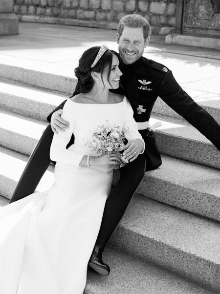 Меган Маркл и принц Гарри вновь нарушают королевские традиции: новые детали крещения их сына Арчи Монархи,Британские монархи