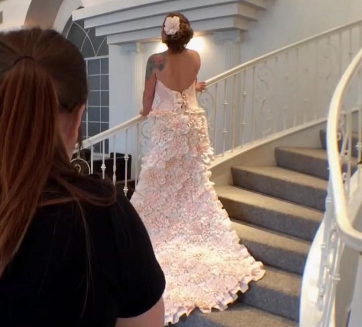 Девушка несколько месяцев делала свадебное платье из вареной туалетной бумаги женские хобби,новая жизнь старых вещей,очумелые ручки,платье,рукоделие,своими руками,умелые руки