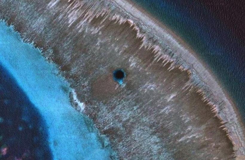 Где находится Нора Дракона — самая глубокая голубая дыра на планете мир,путешествие,туризм