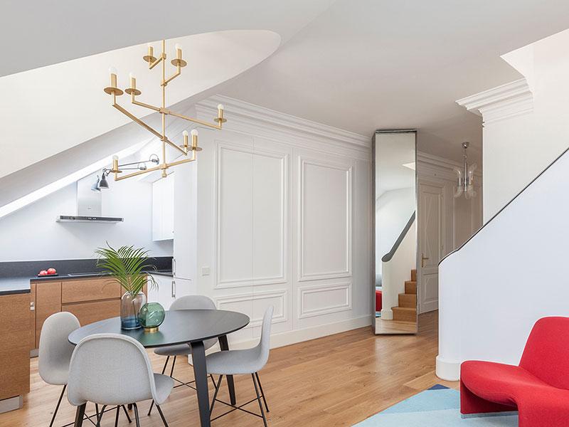 Светлая квартира на чердаке в Москве естественный свет,интерьер и дизайн,квартира,мансарда,Москва,Россия,светлые тона