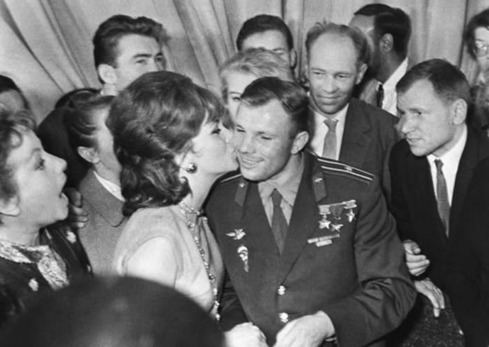 Джине Лоллобриджиде исполнилось 92 года все звезды