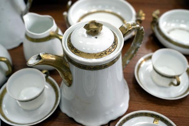 В Перми на раскопках археологи нашли клад с посудой XIX века. Показываем, что Археология